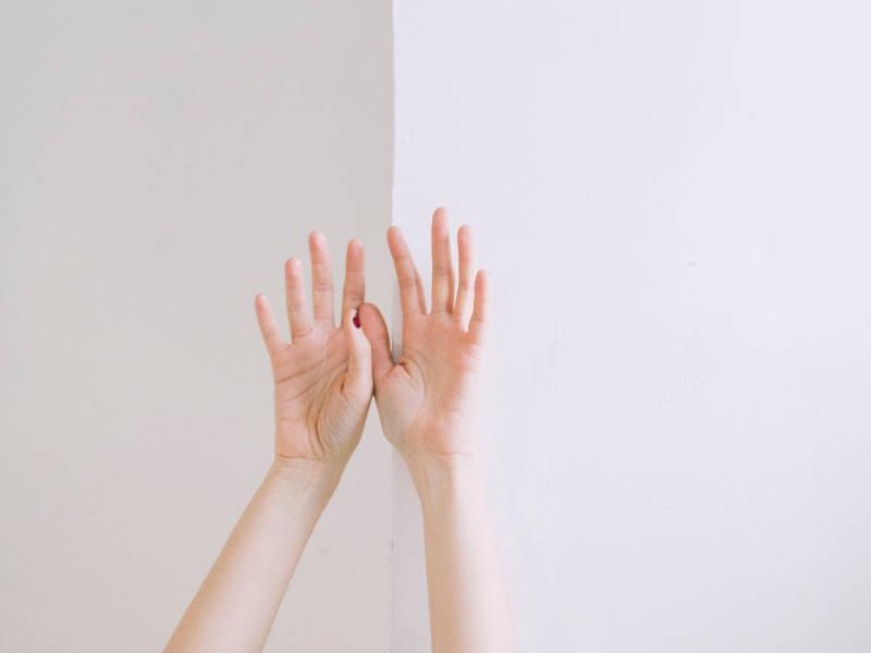 運気をガラリと変えたい時に取り入れたい「白の浄化のパワー」のアイキャッチ画像